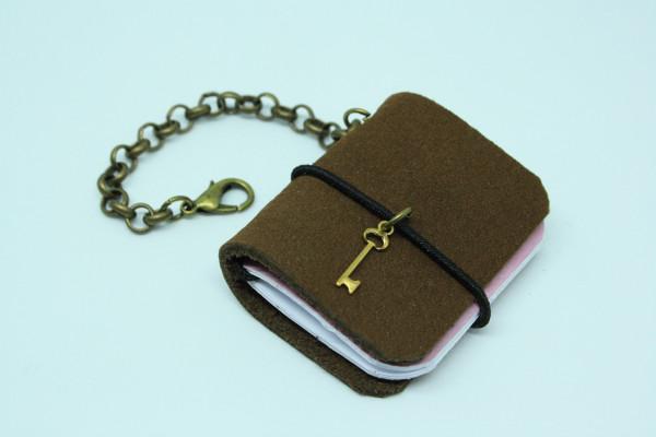 Schlüsselanhänger Machbar Mini Notizbuch dunkelbraun